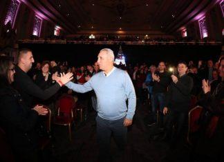 "стотици българи чакат Ицо и ""Златната топка"""