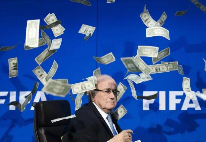 Блатер даде ФИФА на съд